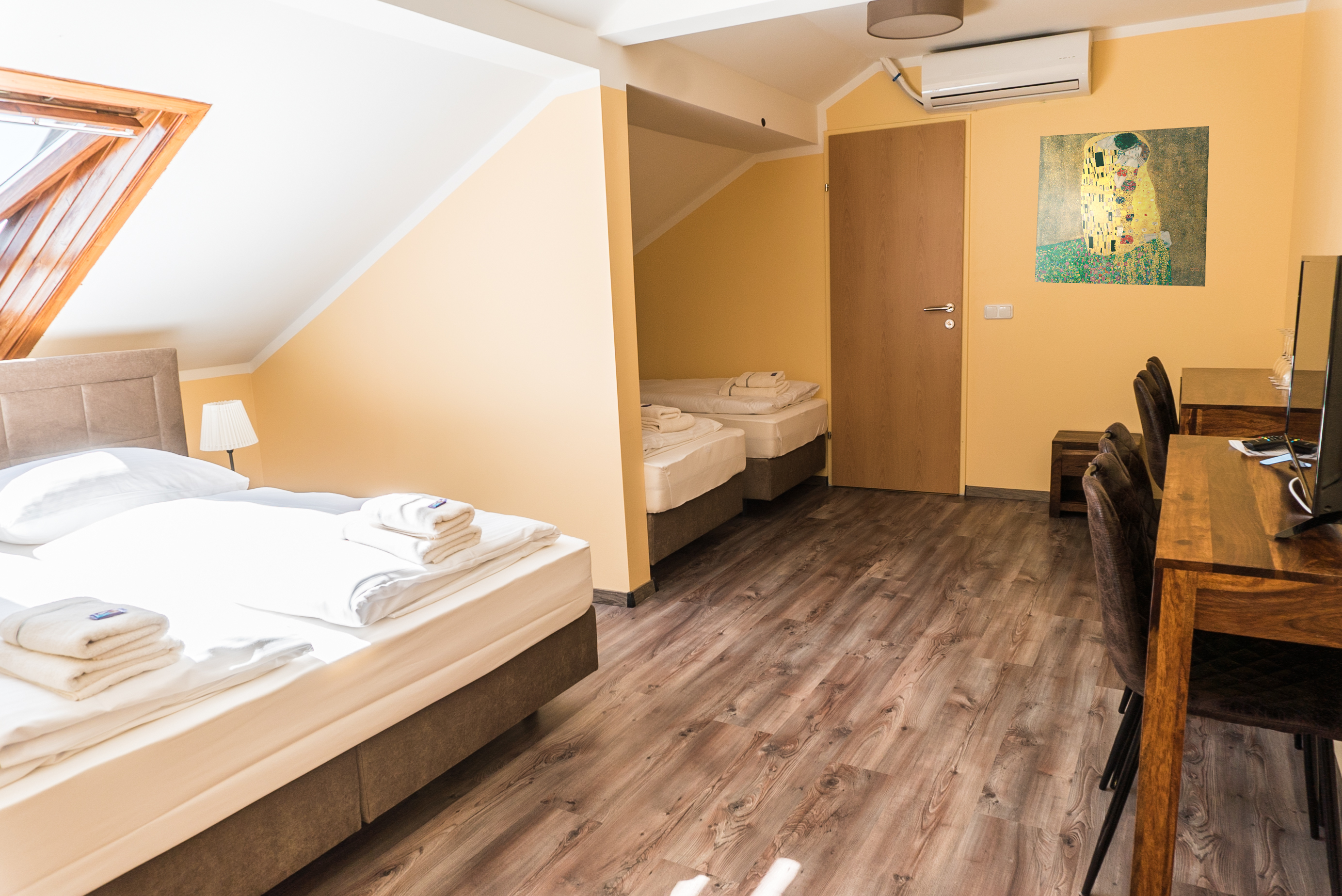 4 Bett-Zimmer